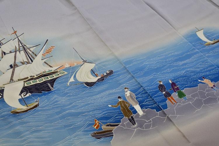 横浜港を描いた色留袖の裾のアップ