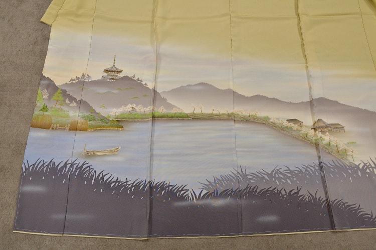 三渓園を描いた色留袖の裾のアップ