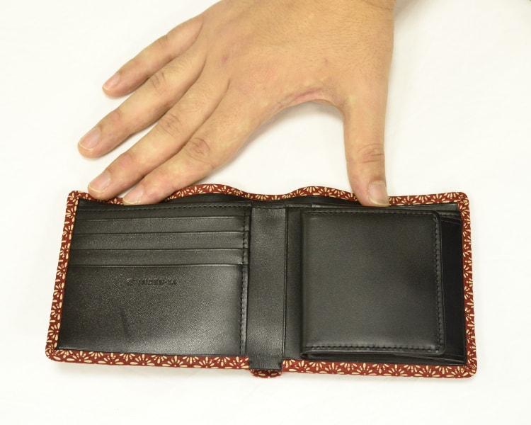2006 菱菊柄の二つ折り財布 中