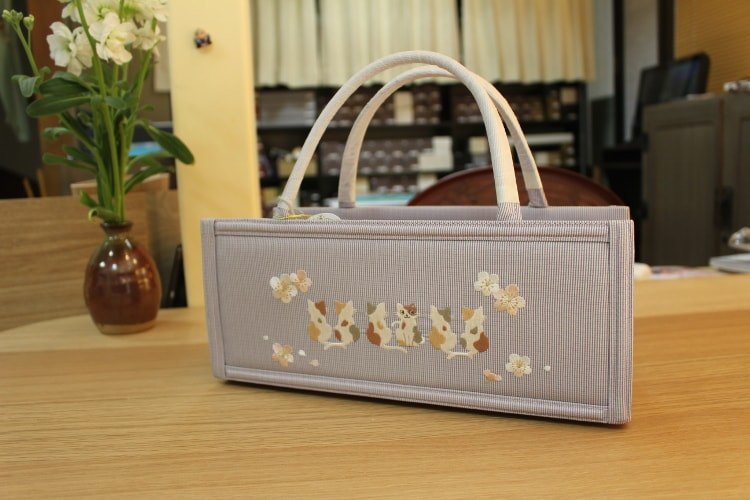 猫と桜の刺繍バッグ