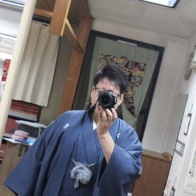 男性の礼装の色紋付羽織袴