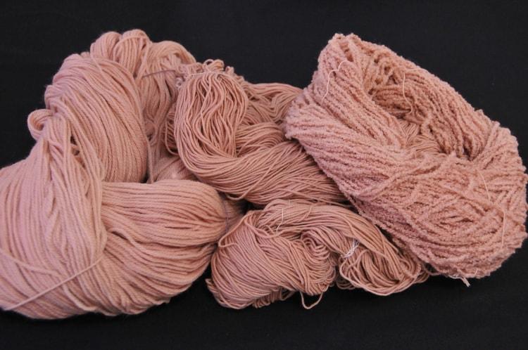 大岡川の桜で染めた毛糸