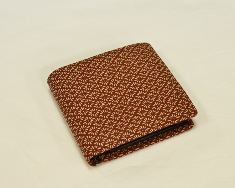 2006 菱菊柄の二つ折り財布