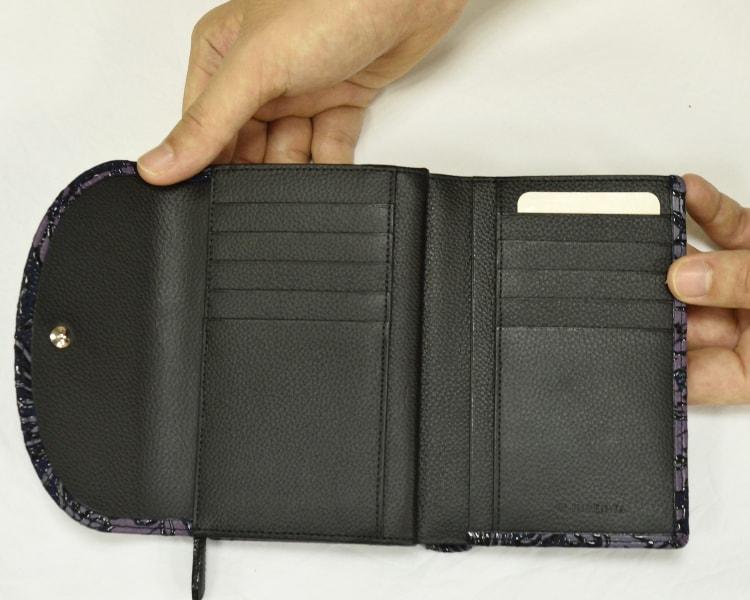 7723  リュオラ二つ折りの財布 中