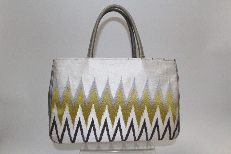 ギザギザ模様の真綿風バッグ